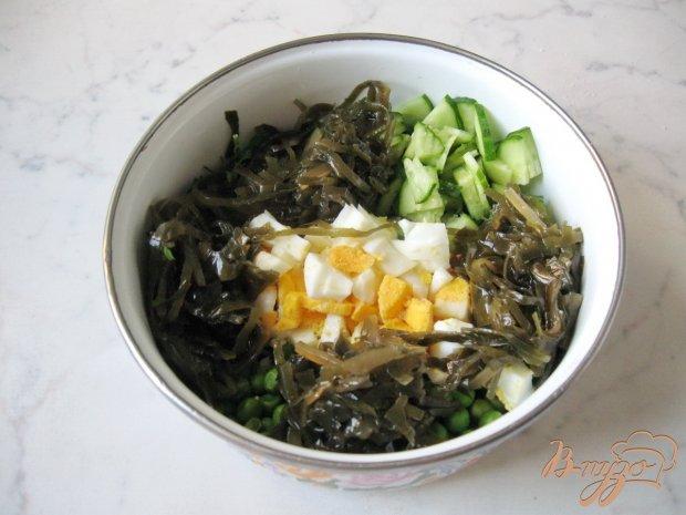 Салат с зелёным горошком и морской капустой
