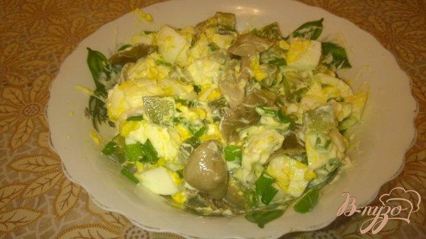 Салат с маринованными грибочками