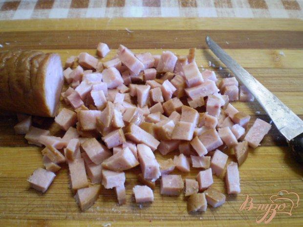 Окрошка на кефире с мясом и колбасой