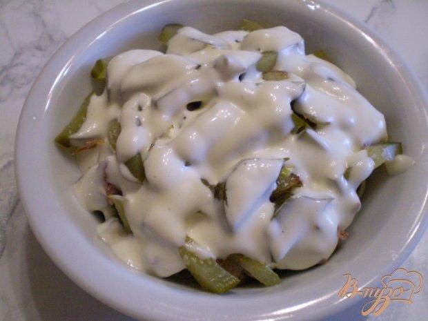 Салат с куриной печенью и соленым огурцом