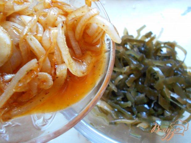 Салат с морской капустой и пикантным луком