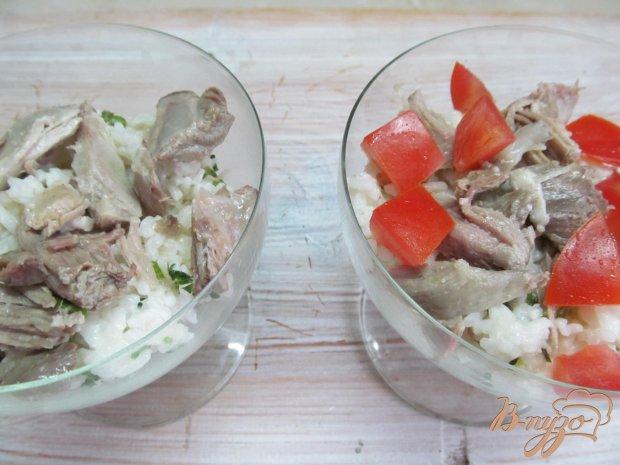 Салат из риса мяса и помидор