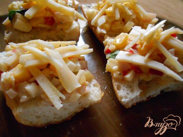 Горячие бутерброды с крабовыми палочками и ветчиной