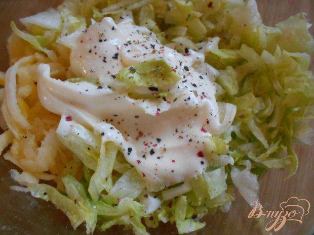 Салат с крабовыми палочками, яблоками и кочанным салатом