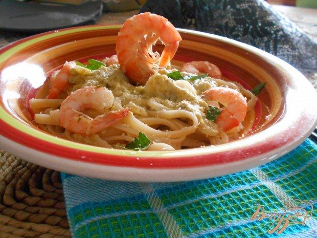 Спагетти с креветками и соусом песто