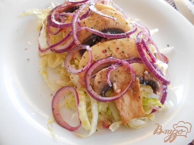 Салат с сырыми шампиньонами и луком