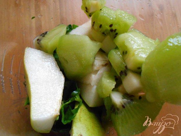 Смузи со шпинатом, грушей и киви