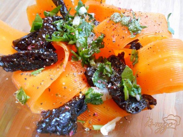 Салат из моркови и чернослива