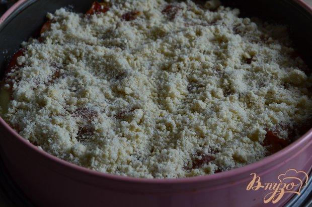 Пирог с карамелизированными персиками