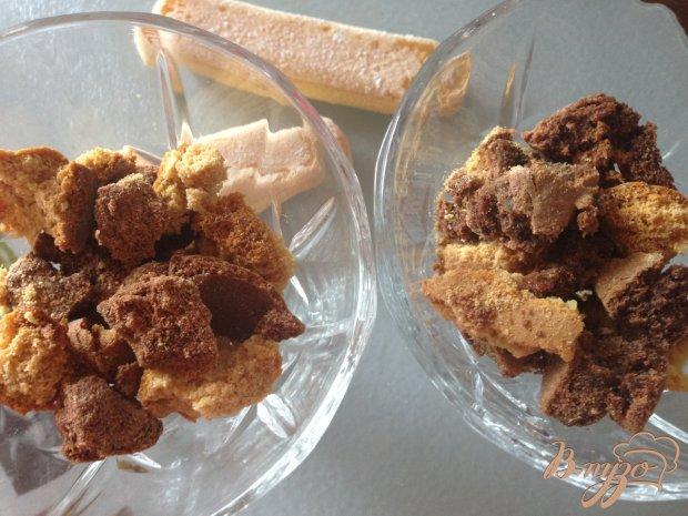Десерт из  клубники  с бисквитами.