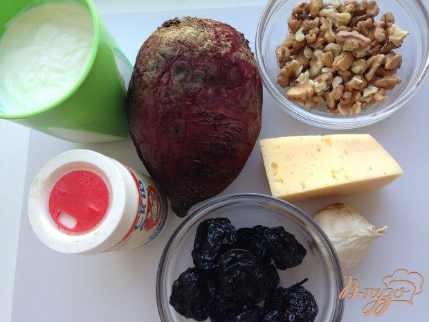 Рецепт Салат из свеклы с сыром, черносливом и грецкими орехами