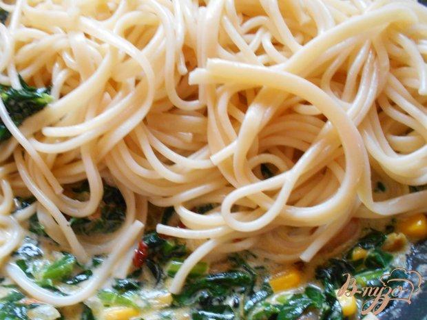 Спагетти в сливочном соусе с креветками и шпинатом