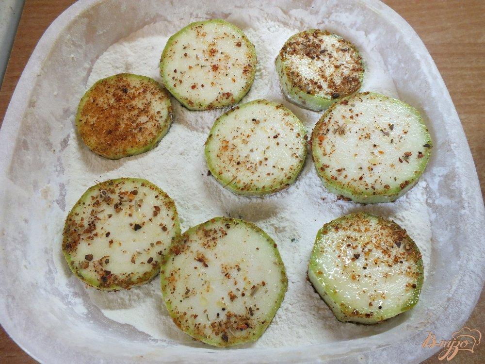 Фото приготовление рецепта: Острые кабачки со специями шаг №2