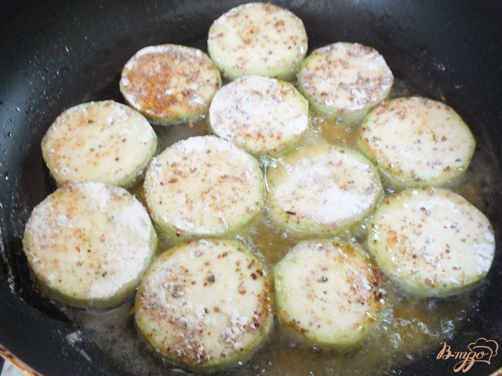 Фото приготовление рецепта: Острые кабачки со специями шаг №3