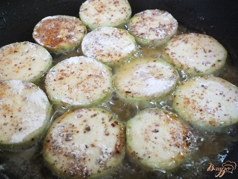Фото приготовление рецепта: Острые кабачки со специями шаг №4