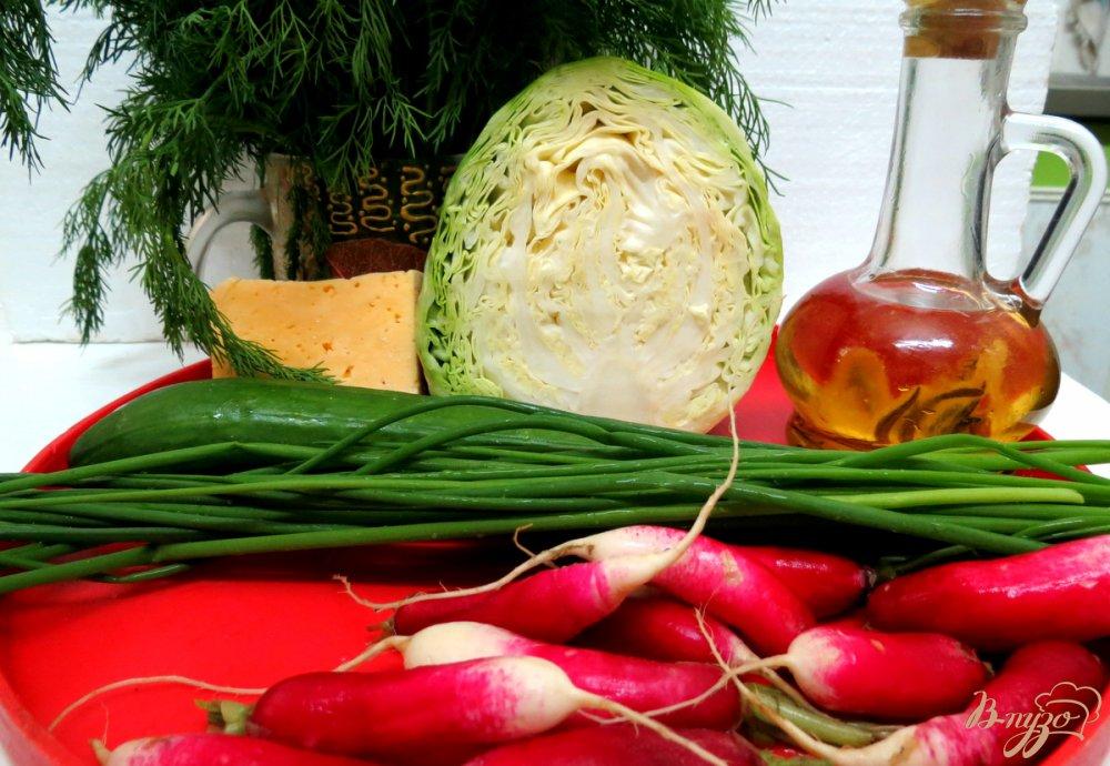 Фото приготовление рецепта: Салат из редиса с капустой. шаг №1