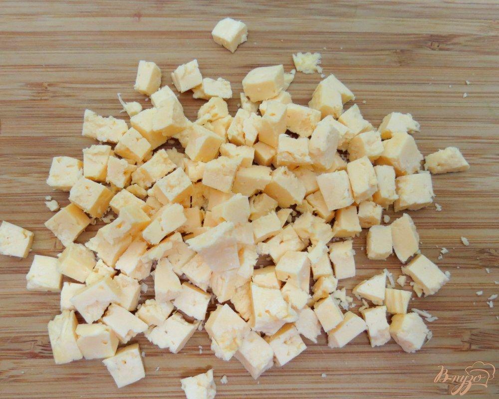 Фото приготовление рецепта: Салат из редиса с капустой. шаг №8