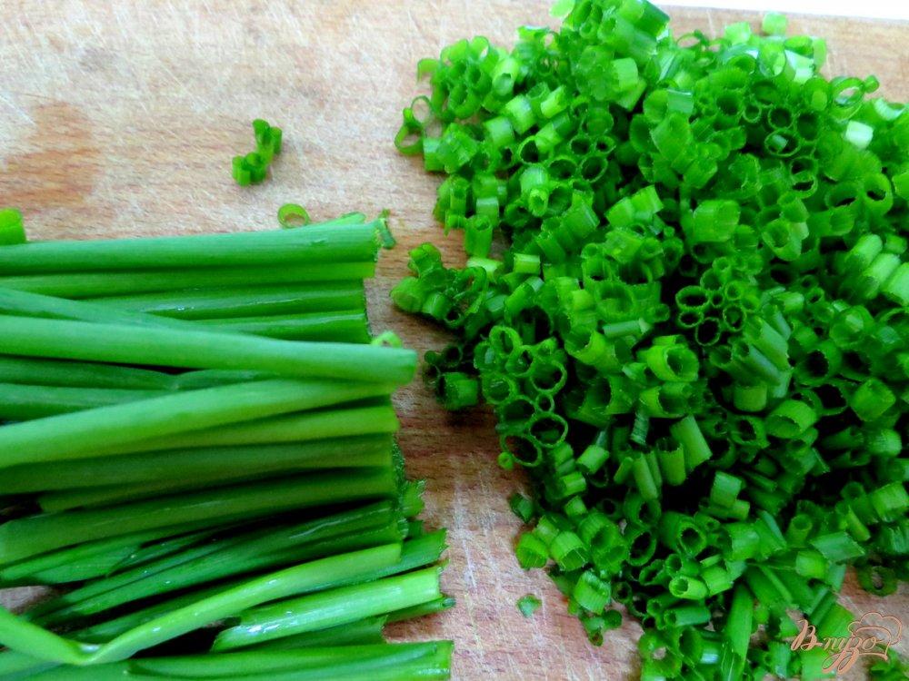 Фото приготовление рецепта: Салат из редиса с капустой. шаг №5