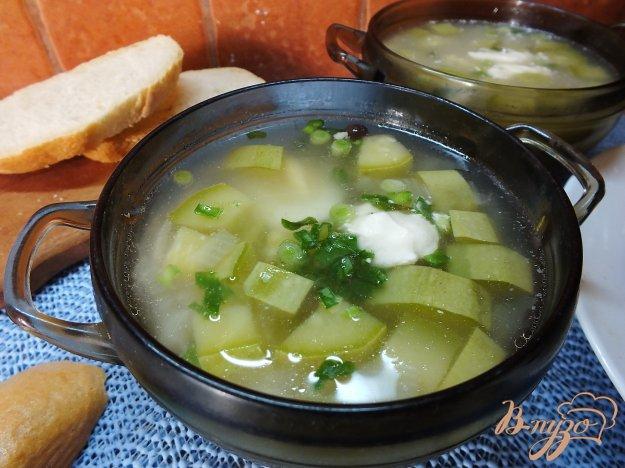 фото рецепта: Суп куриный с кабачком и луком