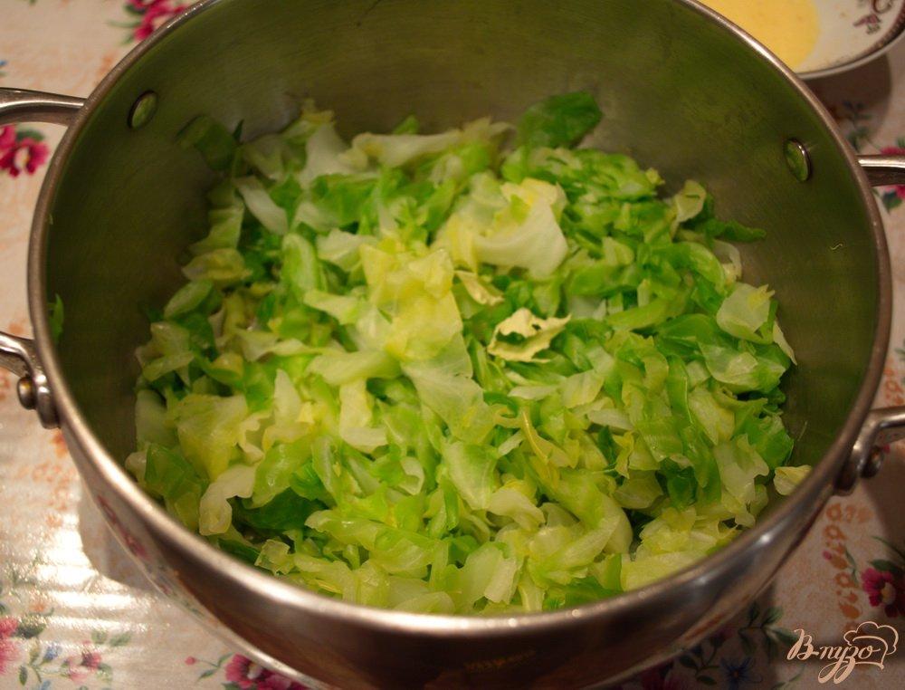 Фото приготовление рецепта: Капустные оладушки для легкого ужина шаг №2