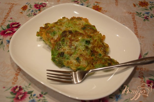 фото рецепта: Капустные оладушки для легкого ужина