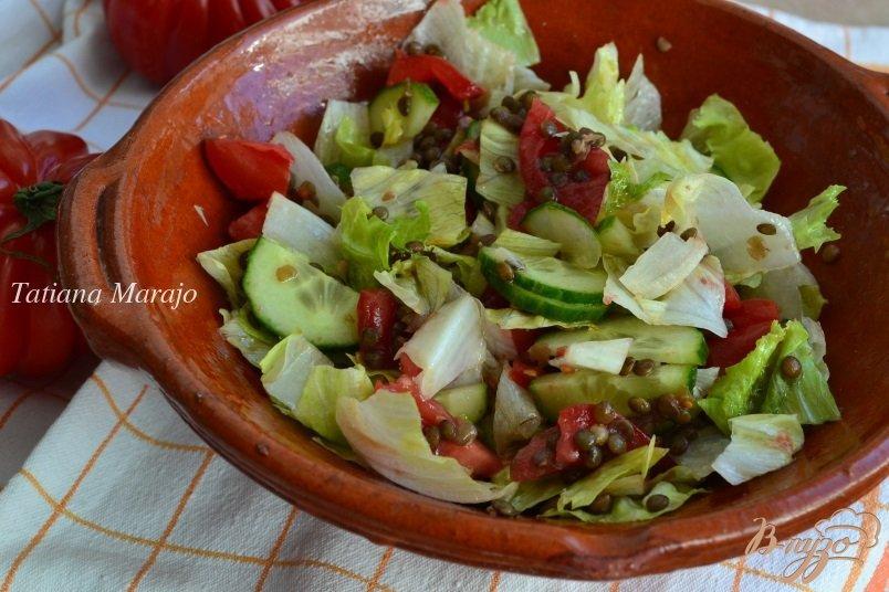 Фото приготовление рецепта: Овощной салат с отварной чечевицей шаг №5