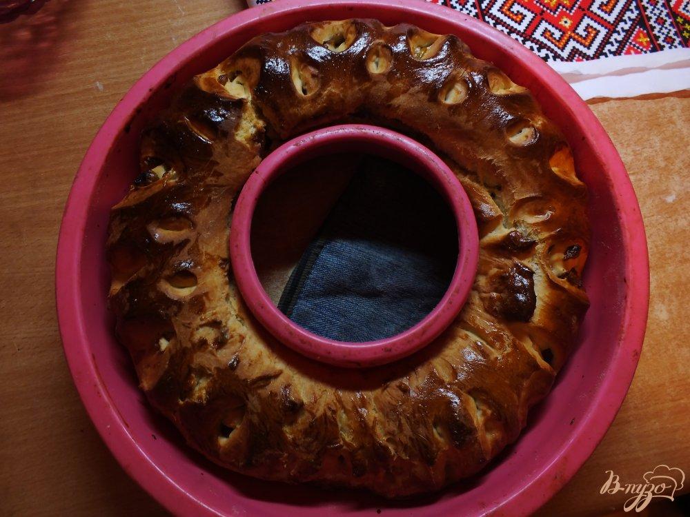 Фото приготовление рецепта: Каравай с изюмом на свежих дрожжах шаг №10