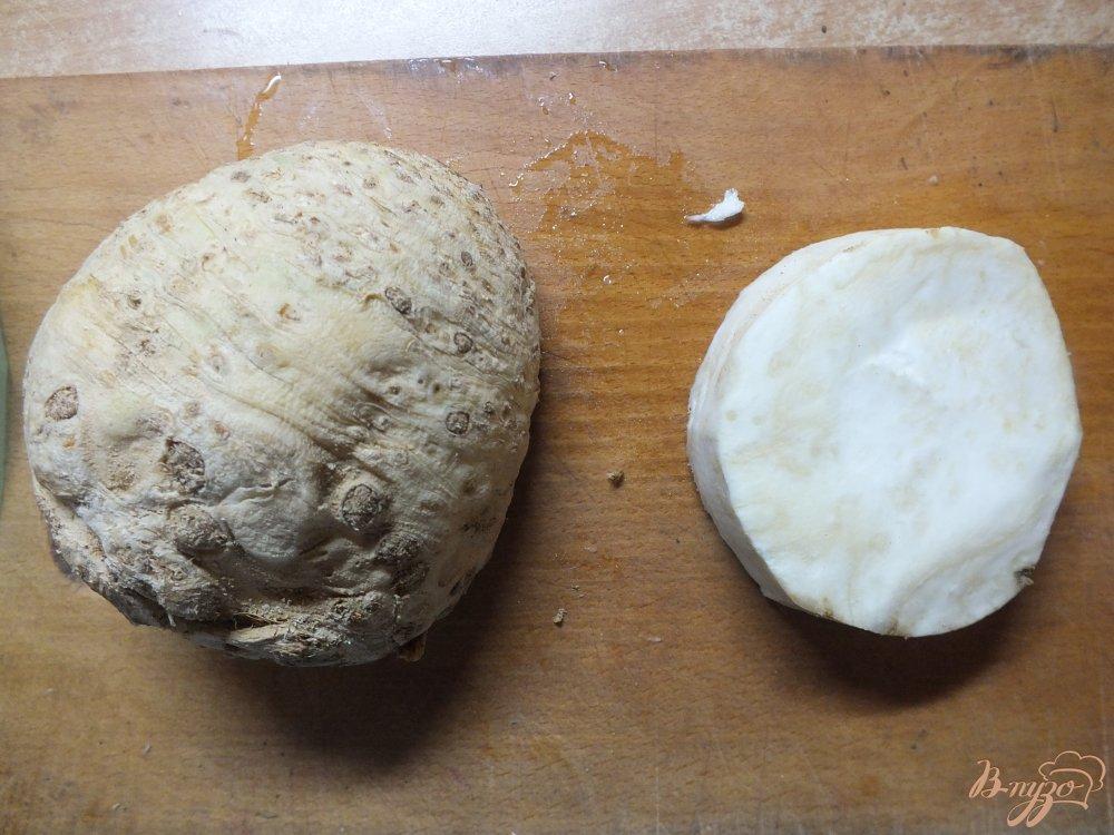 Фото приготовление рецепта: Суп-пюре из пастернака с сельдереем шаг №3