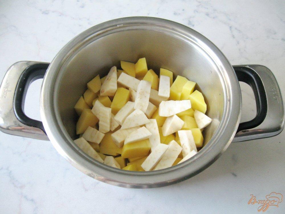 Фото приготовление рецепта: Суп-пюре из пекинской капусты с сельдереем шаг №3