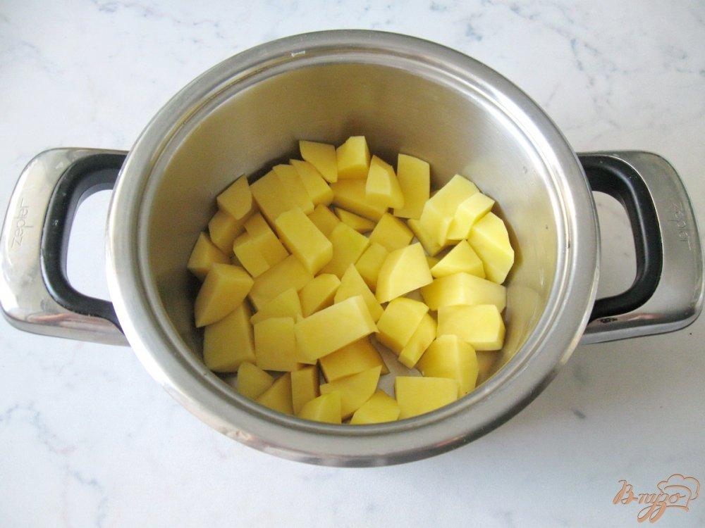 Фото приготовление рецепта: Суп-пюре из пекинской капусты с сельдереем шаг №2