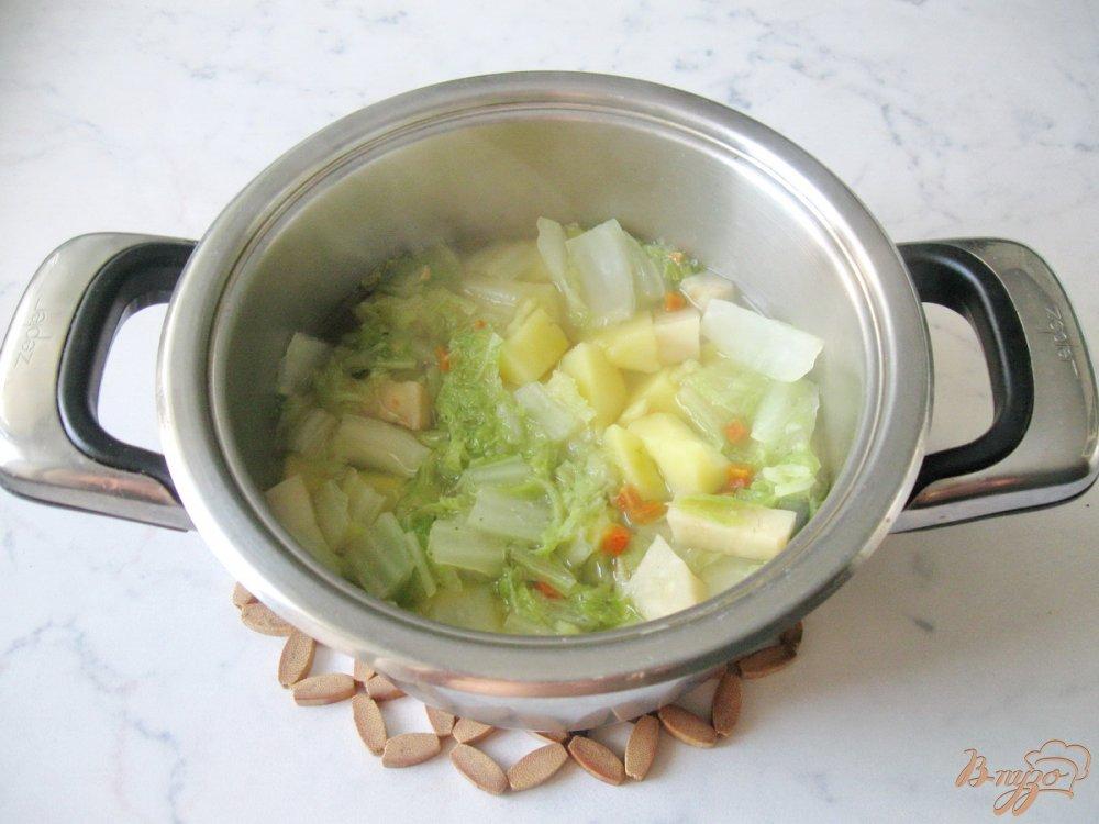 Фото приготовление рецепта: Суп-пюре из пекинской капусты с сельдереем шаг №5