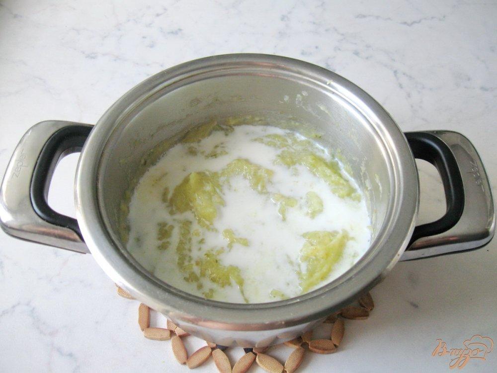 Фото приготовление рецепта: Суп-пюре из пекинской капусты с сельдереем шаг №6