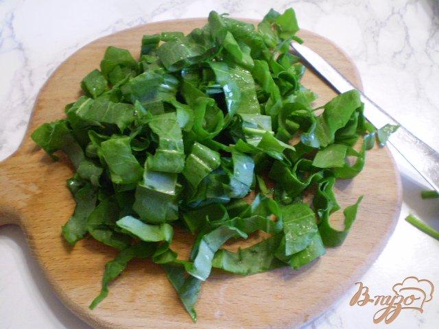 Фото приготовление рецепта: Грибной суп со щавелем шаг №5