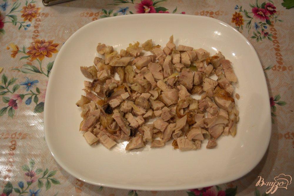 Фото приготовление рецепта: Салат с курицей и капустой слоеный шаг №1