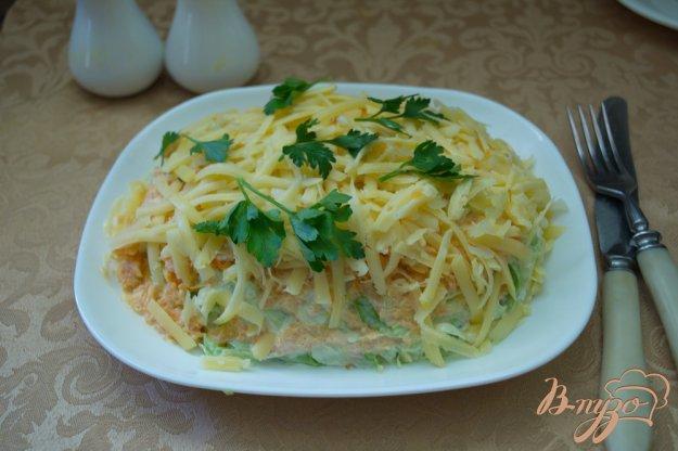 фото рецепта: Салат с курицей и капустой слоеный