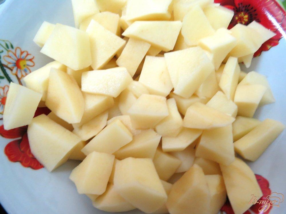 Фото приготовление рецепта: Суп из сёмги, капусты и белого вина шаг №7
