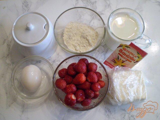 Фото приготовление рецепта: Крем-десерт из клубники шаг №1