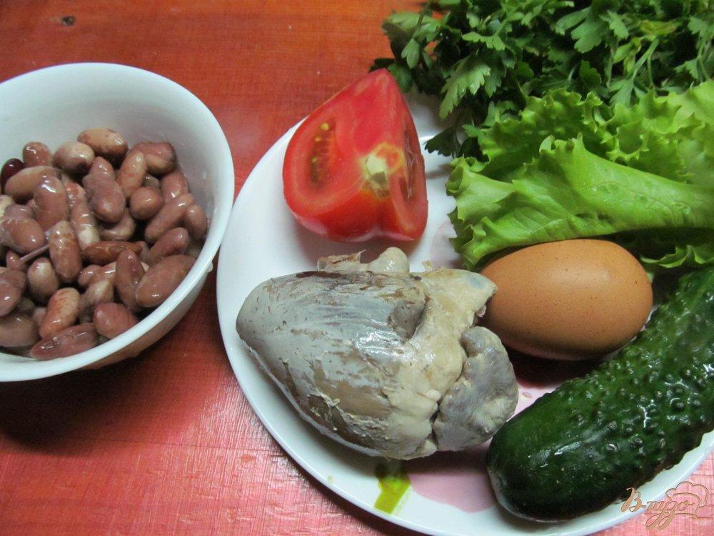 Фото приготовление рецепта: Салат из сердца помидора с французским соусом шаг №1