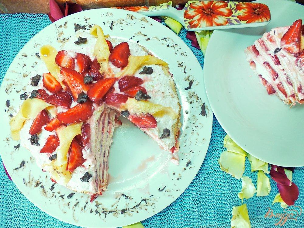 Фото приготовление рецепта: Блинный торт с клубникой шаг №9