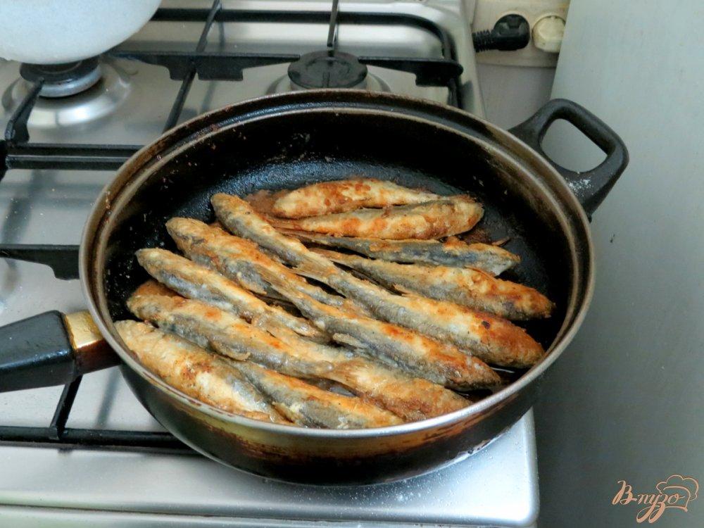Фото приготовление рецепта: Салака жареная шаг №5