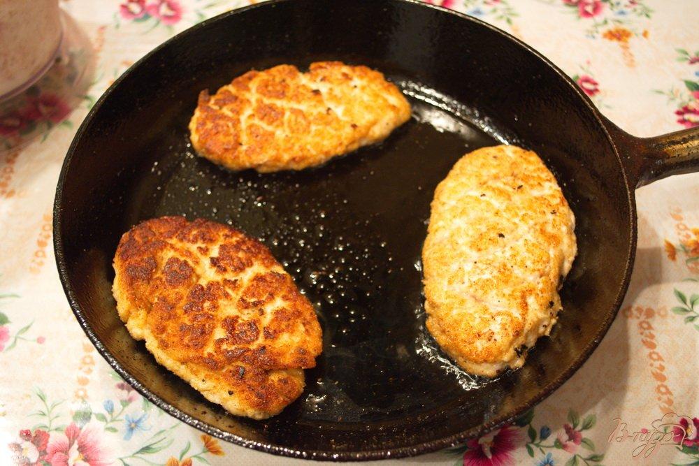 Фото приготовление рецепта: Легкие котлеты без хлеба шаг №3