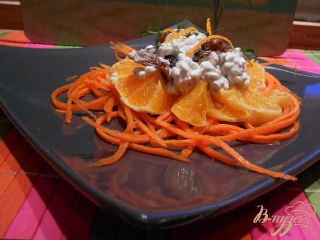 фото рецепта: Салат с морковью, апельсином и творожной заправкой