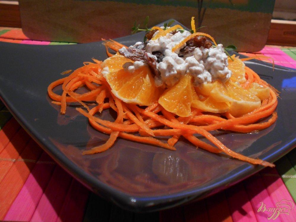 Фото приготовление рецепта: Салат с морковью, апельсином и творожной заправкой шаг №6