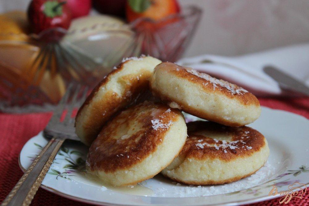 Фото приготовление рецепта: Кокосовые сырники шаг №4