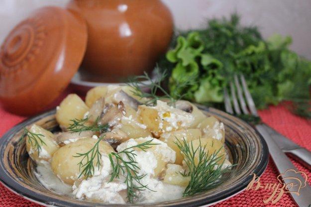 фото рецепта: Молодой картофель с грибами в сметане