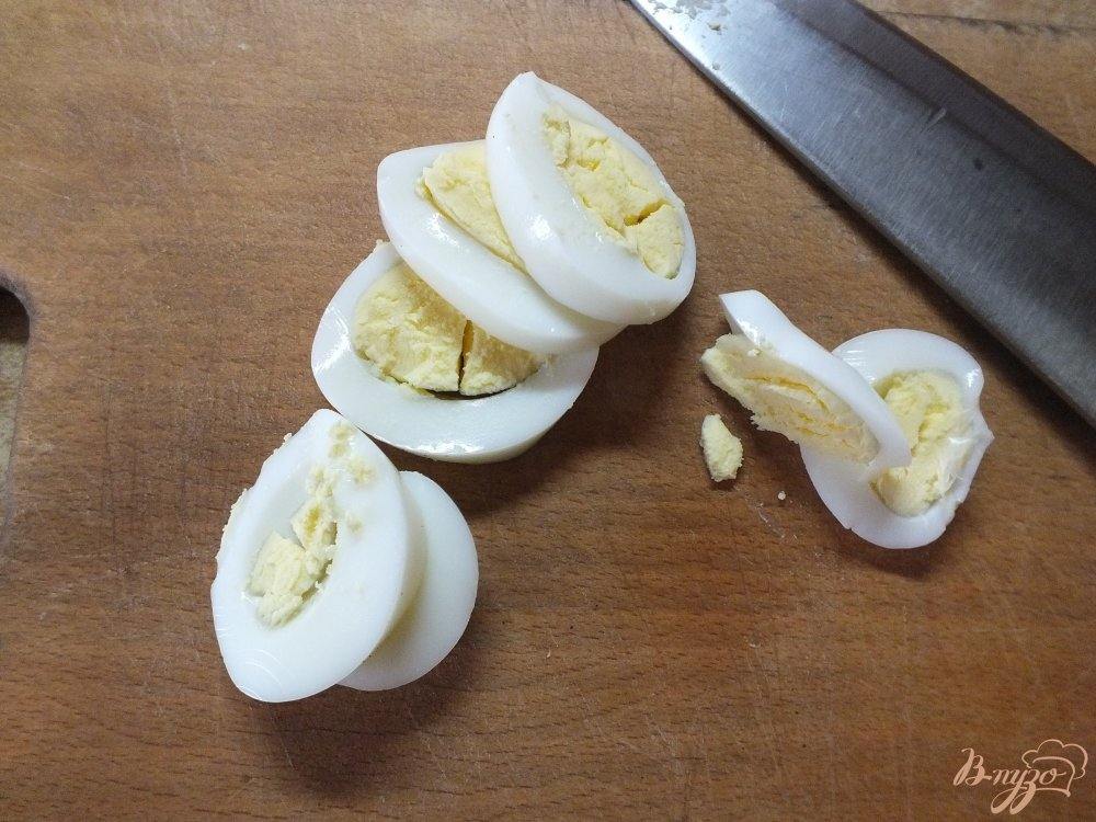 Фото приготовление рецепта: Яичный салат с овощами шаг №1