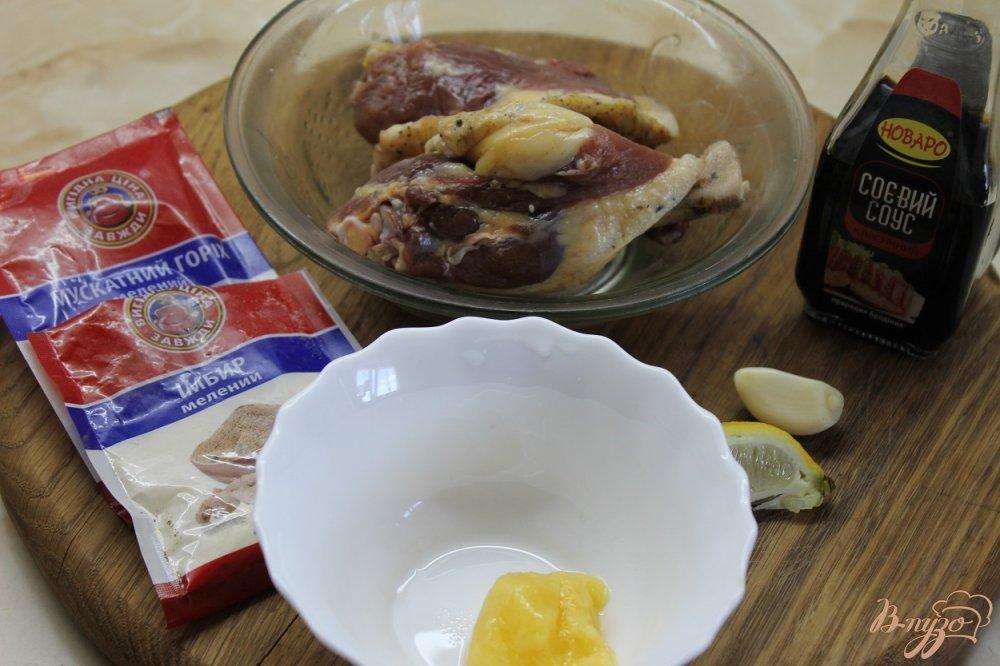 Фото приготовление рецепта: Утиные ножки обжаренные с медом и соевым соусом шаг №1
