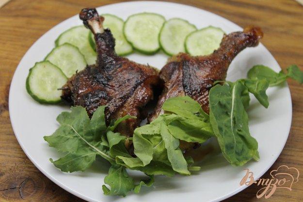 фото рецепта: Утиные ножки обжаренные с медом и соевым соусом