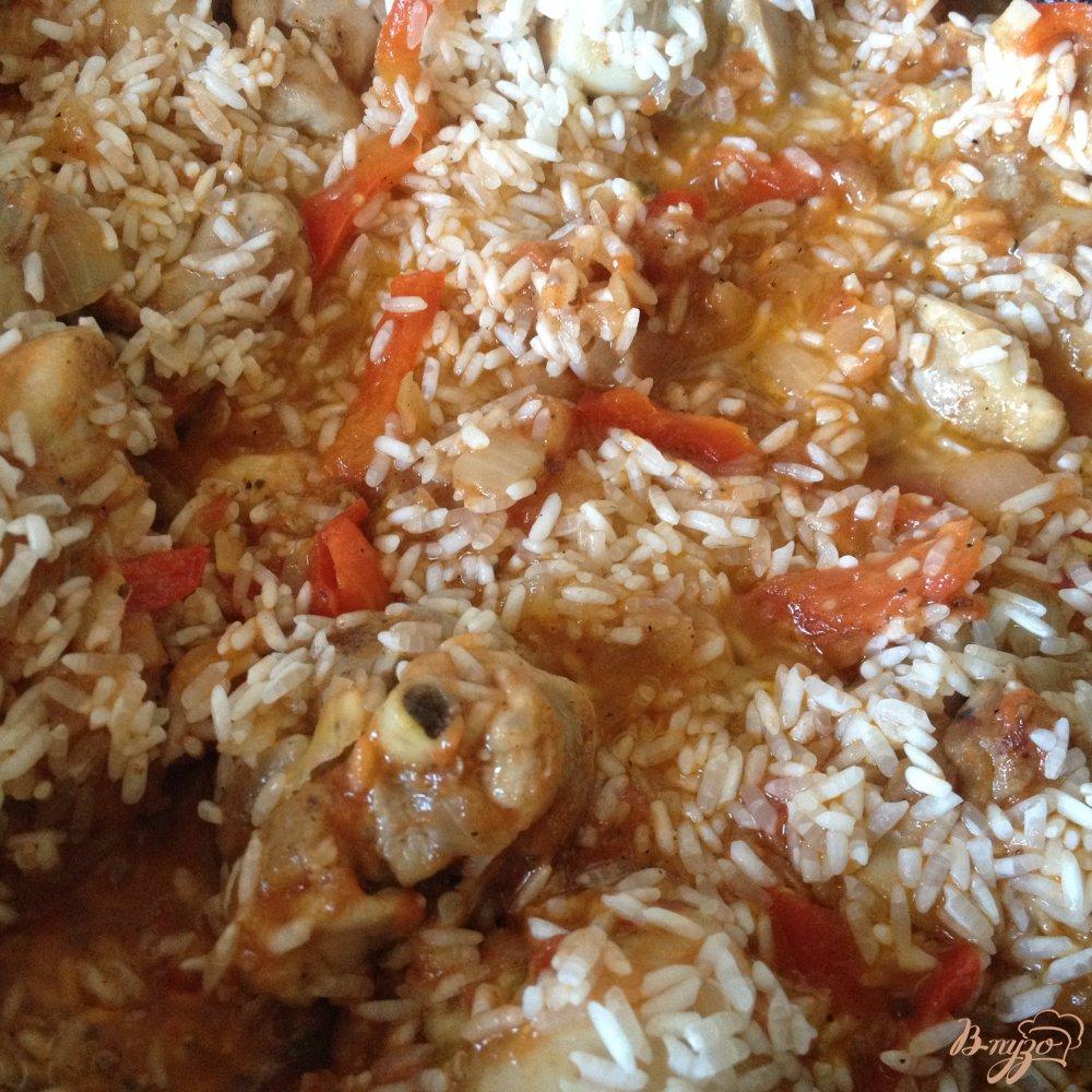 Фото приготовление рецепта: Паэлья с куриными голенями шаг №7