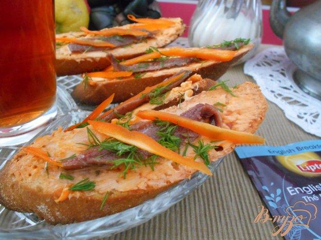 фото рецепта: Брускетта с анчоусами и томатным маслом